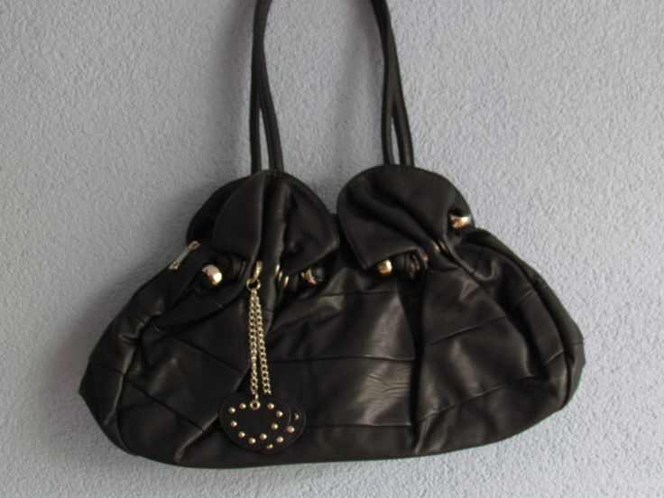 Zwarte tas met hanger Artikelnummer: 0663 Prijs: € 17,50
