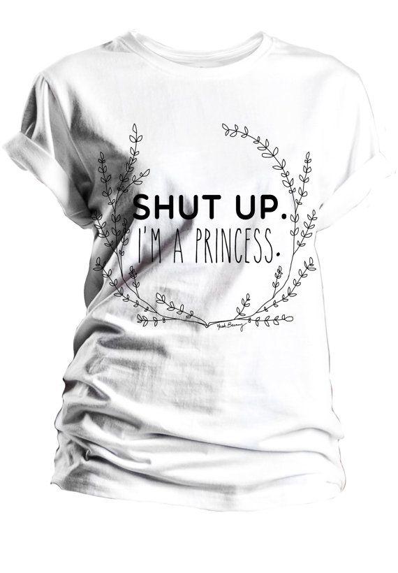 T-shirt bianca zitto io sono una principessa sì di YeahBunny