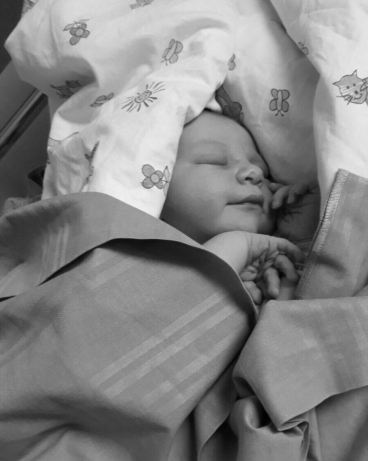 Meidän oma ihana pieni, rakas ja niin täydellinen poikavauva on täällä! Koti on täyttynyt ylipursuavasta rakkauden ja onnen tunteesta. 3, 966kg ja 50cm täyttä kultaa on hurmannut koko perheen. Poika syntyi 31.7.2017 maanantaina 17:07 pitkän 27 tunnin synnytyksen jälkeen kiireellisellä sektiolla. Täyden kympin poika voi kuitenkin hieman haastavasta synnytyksestähuolimatta loistavasti, äiti toipuu hyvää vauhtiaja isä on pakahtua ylpeydestä. Sairaalasta päästiin torstainaja nyt on muutama…