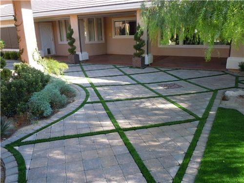 Who knew artificial turf could be so gorgeous? Sleek design by Newtex Landscape, Inc. in Henderson, NV. Learn more about how this landscaper revived his business with artificial turf: http://www.landscapingnetwork.com/nevada/artificial-turf.html#