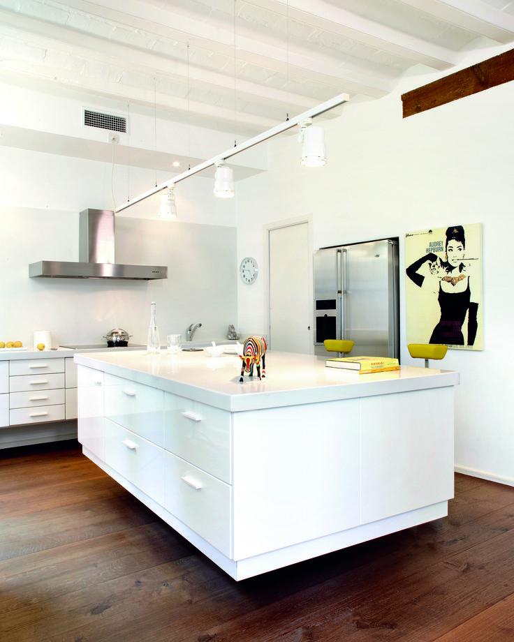 Gi kjøkkenet et helt eget uttrykk med benkeplater i kvartskompositt fra Ellingard Collection! Klikk for mer inspirasjon og info.