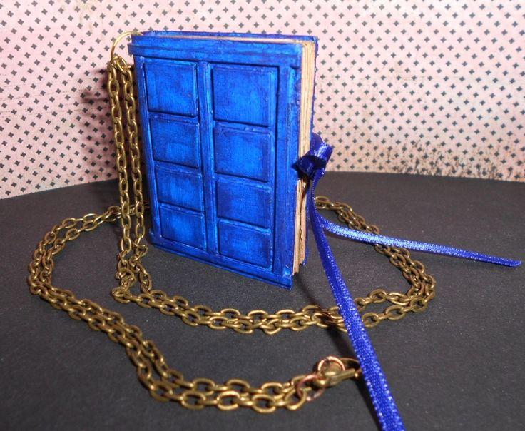 """Sautoir """"Book of spoilers"""" inspiré de la série Doctor Who (réalisé sur commande)…"""