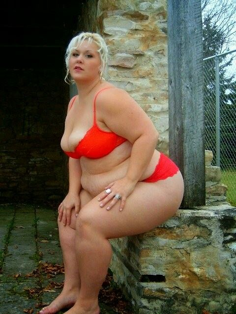 Bbw head 92 outdoors by the path 2