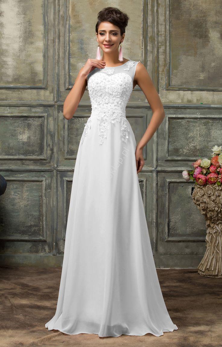 Suknia ślubna z perłami i gipiurowym haftem