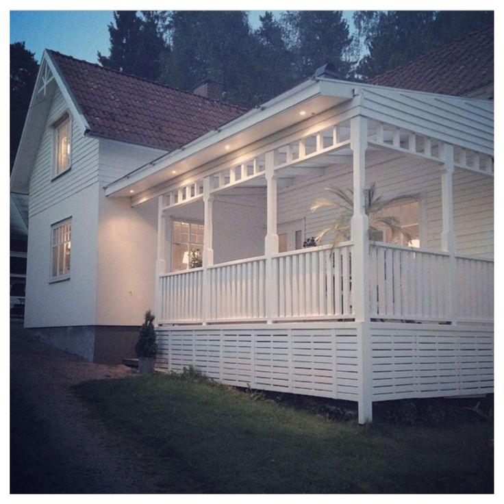 Bynilsgarden on/ på instagrams super fina veranda. Älskar de raka enkla detaljerna ❤️