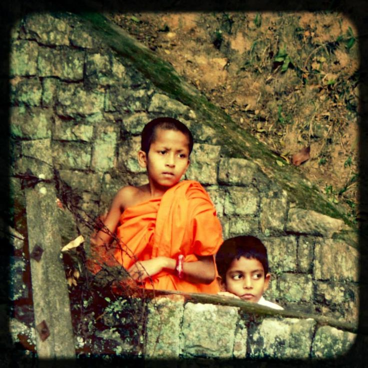 A 'podi nama', child monk is commonly known as a 'podi hamuduruwo' (small monk), often they are seen around the Kandy lake with friends