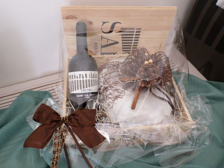 SAIO Assisi wine and traditional handmade Panettone...try also the Pears and Chocolate Panettone one!