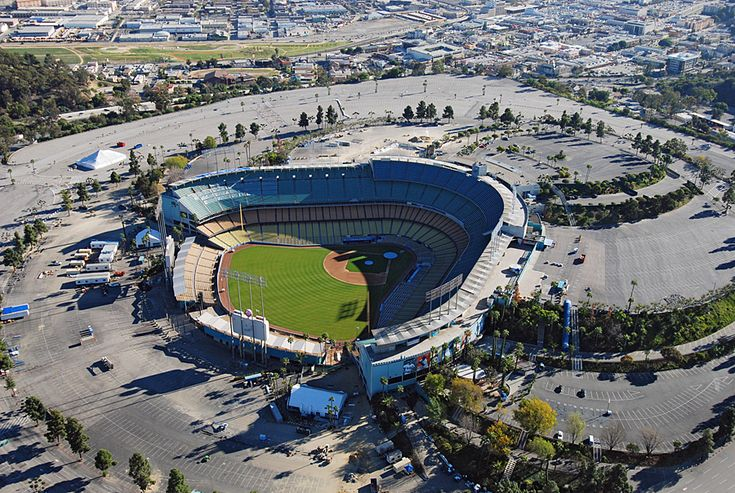 S4E1 Starting Line: Dodger Stadium, Los Angeles. Season 4 teams: Tian/Jaree, Steve/Dave, Reichen/Chip, Millie/Chuck, Steve/Josh, Russell/Cindy, Monica/Sheree, David/Jeff, Amanda/Chris, Kelly/Jon, Debra/Steve, Jon/Al