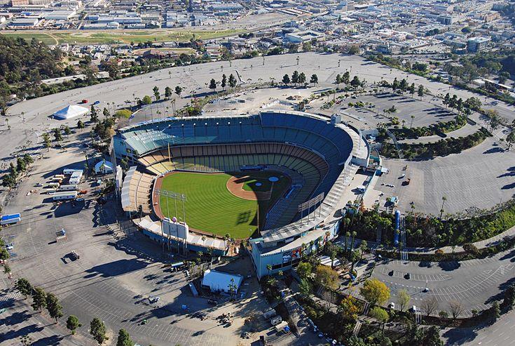 S4E1 Starting Line: Dodger Stadium, Los Angeles. Season 4 teams: Tian/Jaree, Steve/Dave, Reichen/Chip, Millie/Chuck, Steve/Josh, Russell/Cindy, Monica/Sheree, David/Jeff, Amanda/Chris, Kelly/Jon, Debra/Steve, Jon/Al
