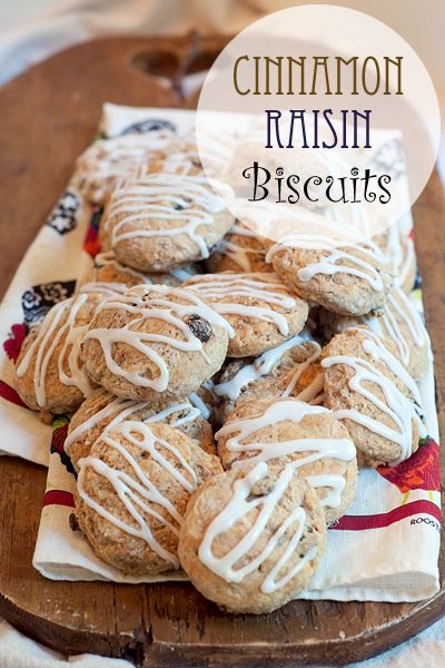 Cinnamon Raisin Biscuits from @NevrEnoughThyme http://www.lanascooking.com/2014/07/11/cinnamon-raisin-biscuits-recipe/ #biscuits #breads #breakfast