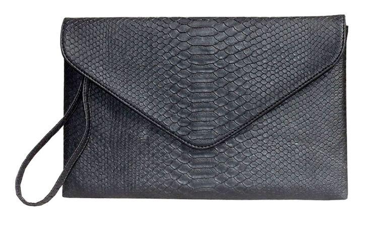 Poison Ivy 5 clutch bag #clutchbag #taspesta #handbag #clutchpesta #fauxleather #kulit #snakeskin #kulitular #animalprint #envelope #amplop  #fashionable #simple #messengerbag #colors #black Kindly visit our website : www.zorrashop.com