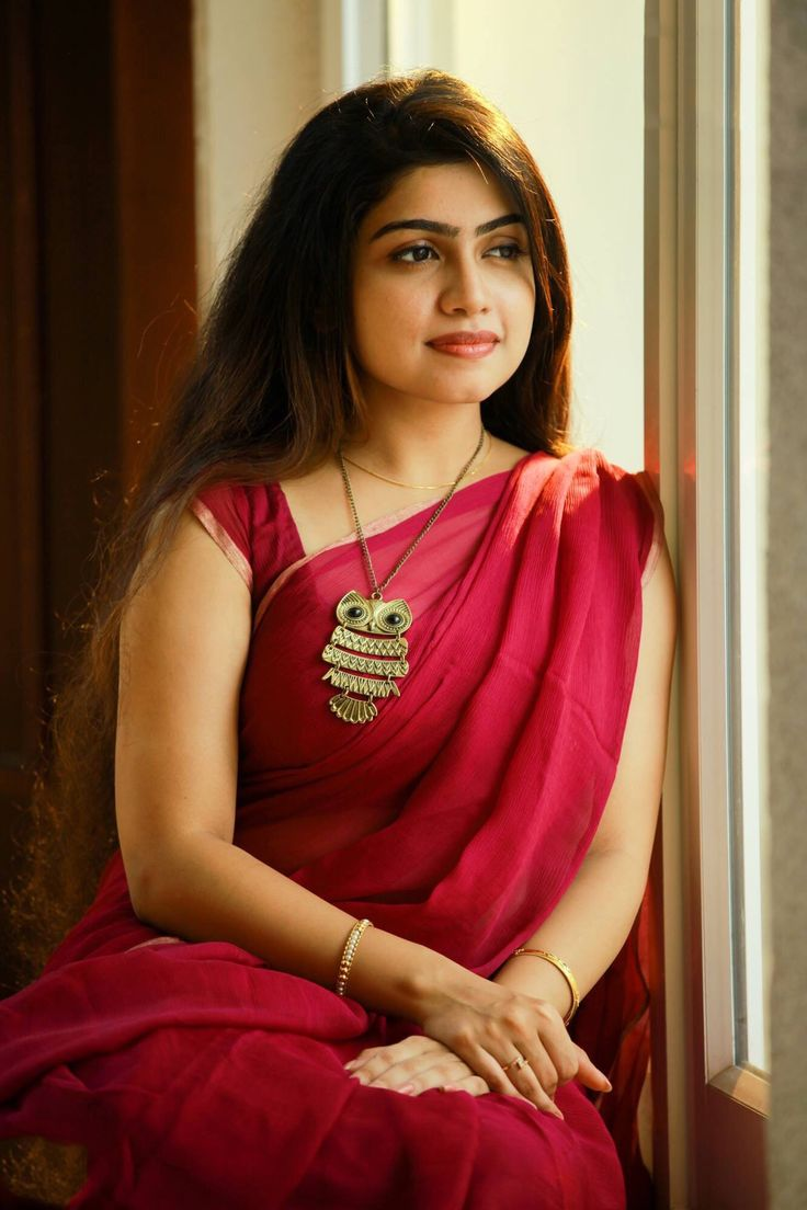 South Indian Actress In Saree  Straight Hairstyles -2592