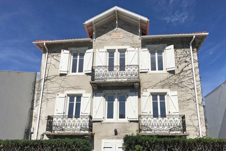 les 717 meilleures images du tableau immobilier pays basque 64 sur pinterest. Black Bedroom Furniture Sets. Home Design Ideas