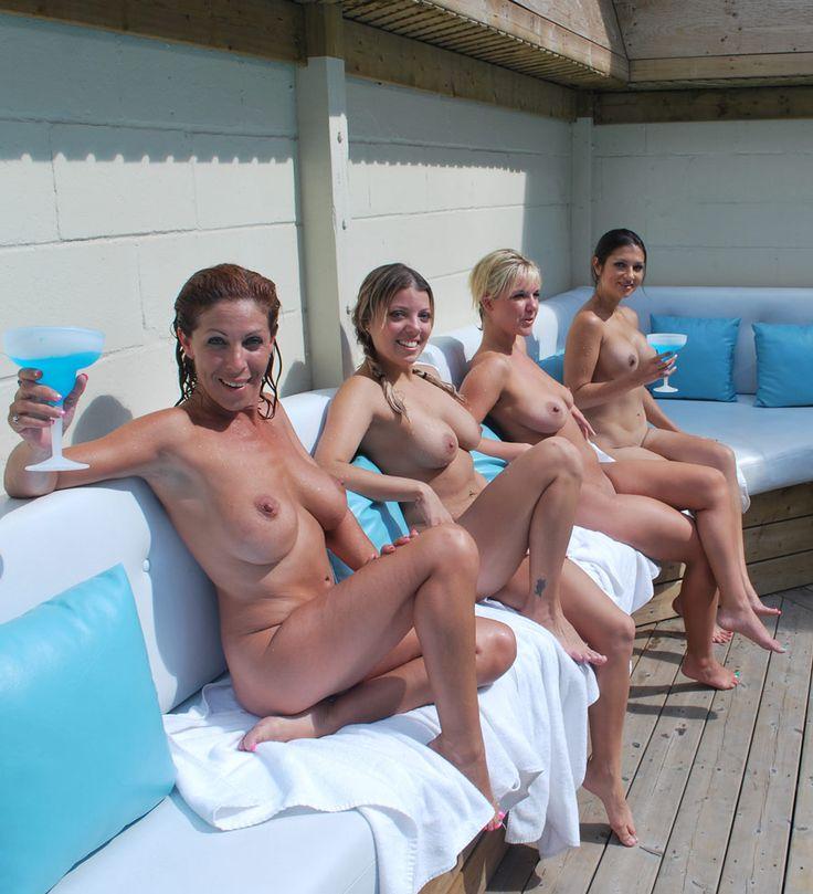 girls-full-naked-woman-man-in-beach-xxx