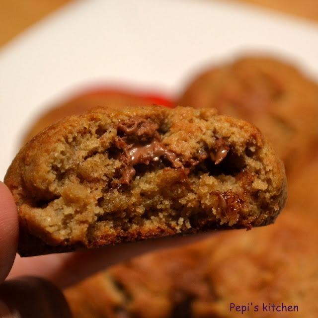 Μπισκότα με ταχίνι, μέλι και πραλίνα φουντουκιού http://pepiskitchen.blogspot.gr/2012/11/blog-post_8.html
