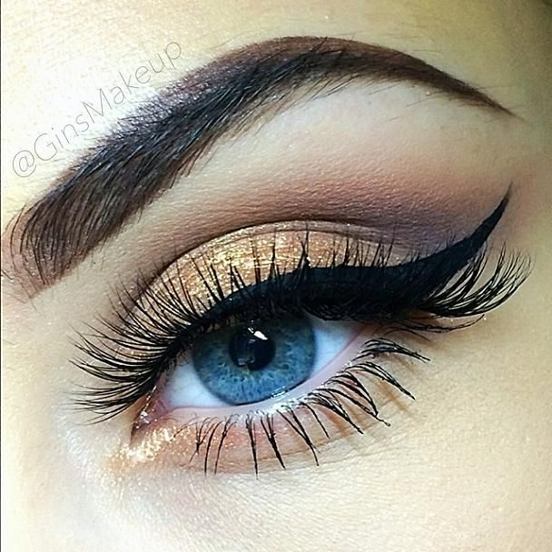 Champagne gold eyeshadow with bold winged liner #eyes #eye #makeup #bold #glitter #dramatic