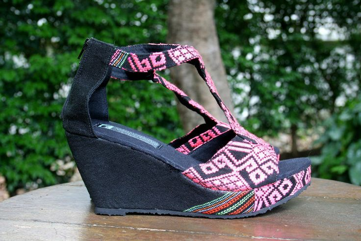 Wedge heeled women's sandals in ethnic Karen hand woven textiles. Striking pink and black pattern with intricate details on the unique wavy t-strap. Hilary Handmade, Hand woven, Karen cotton uppers