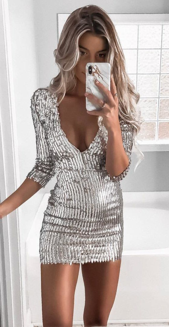 54b0f27e31 Sheath V-Neck 3/4 Sleeves Short Silver Sequined Cocktail Dress in ...