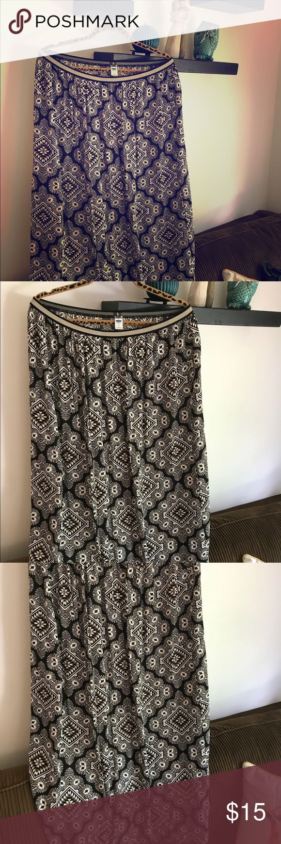 Old Navy maxi skirt - adorable Aztec style design! Old Navy maxi skirt - adorable Aztec style design - neutral colors! Must have for summer and fall! ☀️🍁 Old Navy Skirts Maxi