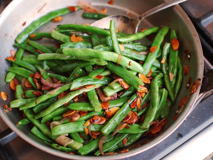 Haricots verts amandine—the classic French dish of green beans with almonds—is an easy, crowd-pleasing side. But, as is so often the case with simple preparations, the difference between mediocre and great is all a matter of technique.