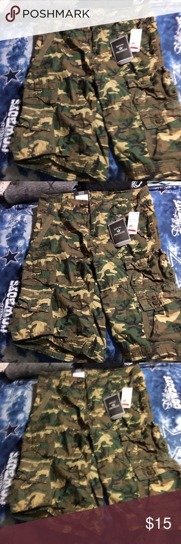 Men's camo shorts NWT camo shorts green.Made like cargo shorts. Shorts Cargo