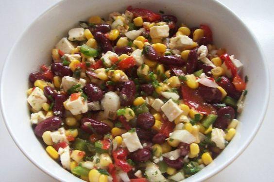 Salada colorida com feijão, milho e queijo feta   – Rezepte