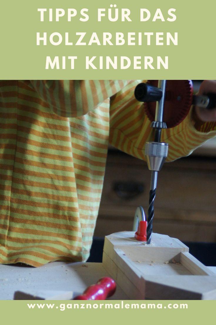 Tipps für Holzarbeiten mit Kindern. So arbeiten Kinder sicher und mit Spaß mit dem Holz, Säge, Bohrer und Schleifer. Experteninterview zum Werken mit Holz, eine Art zu Basteln und für DIY, die Kindern großen Spaß bringt.