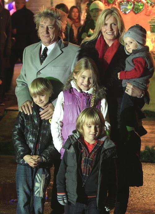 Rod Stewart, en un especial parque de atracciones con sus hijos pequeños
