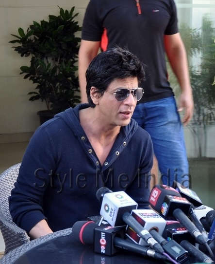 Shah Rukh Khan banned from Wankhede stadium for 5 years!! http://shar.es/2LETT
