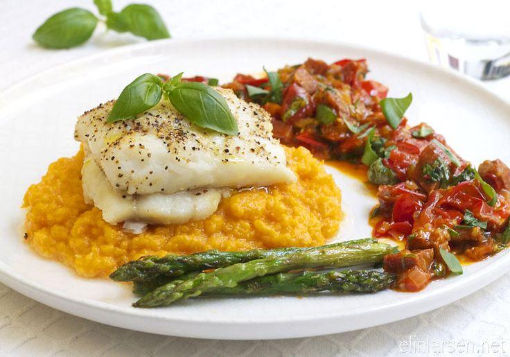 Bakt torsk med chorizosalsa, asparges og søtpotetmos | Elin LarsenElin Larsen
