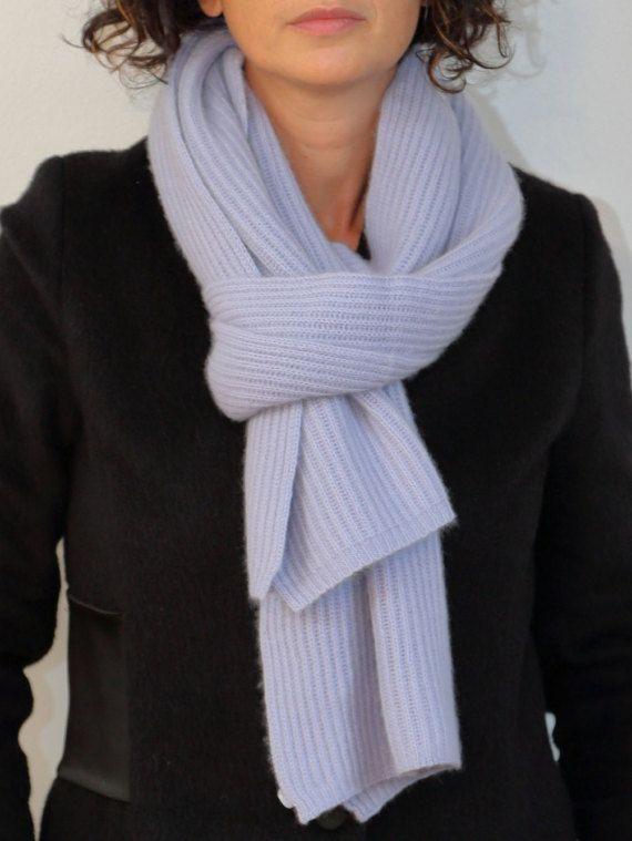 Ehi, ho trovato questa fantastica inserzione di Etsy su https://www.etsy.com/it/listing/484452903/darcy-grigio-cashmere-sciarpa-sciarpa-di