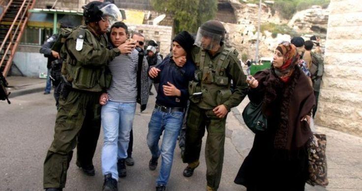 Serdadu Zionis Tangkap Dua Anak Sekolah di Nablus  Foto: PIC  NABLUS Rabu (PIC): Pasukan penjajah Zionis (IOF) kemarin (6/12) menangkap dua bocah Palestina dari sekolah al-Sawiyeh Lubban di Nablus sebelah utara Tepi Barat. Direktur Hubungan Masyarakat Direktorat Pendidikan di selatan Nablus Anwar Dawabsheh mengatakan bahwa serdadu Zionis menangkap Aref Tabl (11) dan Ibraheem Deek (11) dari kelas enam dan membawa mereka ke tempat yang tidak diketahui. Pasukan Zionis mengklaim kedua siswa itu…