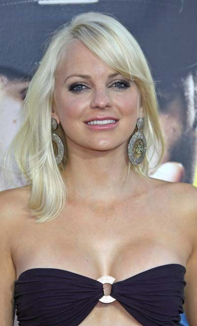 Anna Fariss casual long blonde hairstyle