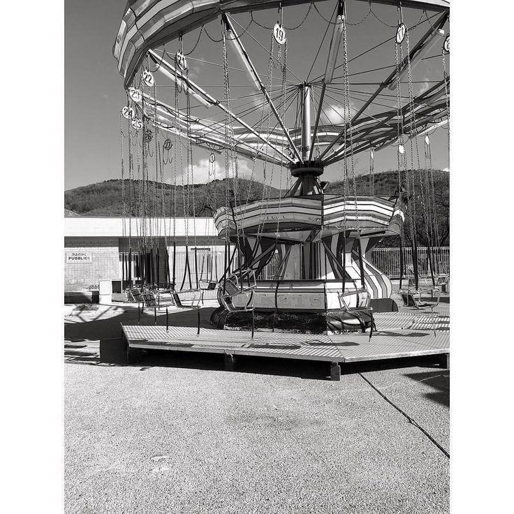 #giostra #lunapark #giostre #fun #party #music #joy #b&w Powered by @ilraggio