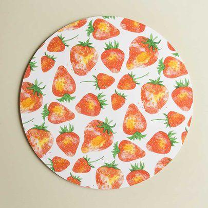 Mansikat-kakkualusta I Strawberries cake plate I www.käpynen.fi