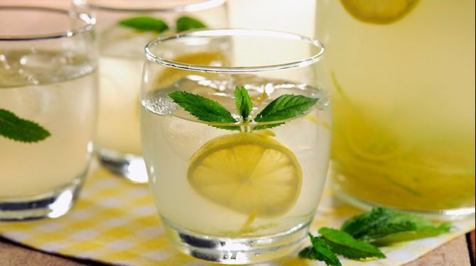 Pripravte si osviežujúce nápoje z mäty