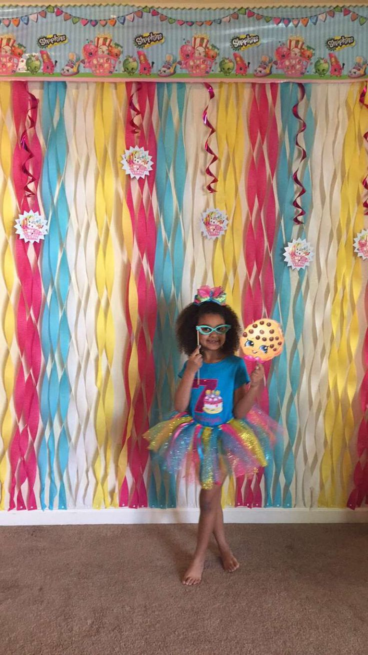Shopkins photo wall with props