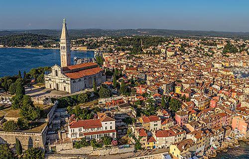 A hivatalos verzió szerint ez a TOP 5 legnépszerűbb úticél Horvátországban: Zágráb, Dubrovnik, Rovinj, Porec és Opatija. Olvasd el cikkünket és írd meg, mely a Te 5 kedvenc helyed! #horvátország #top #helyek #úticél