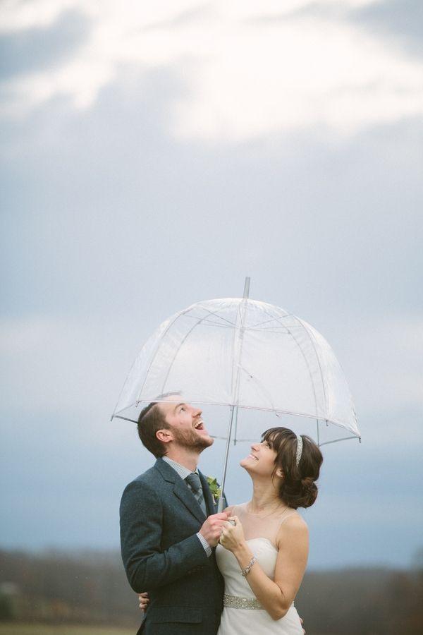 Ja echt, regen kan mooie foto's opleveren! Rainy Rustic Wedding