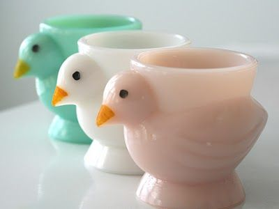 those are some seriously cute egg cups: Glasses Eggs, Vintage Eggs, Boiled Eggs, Cups Holders, Jade Eggs, Vintage Jade, Easter Eggs, Eggs Cups, Milk Glasses