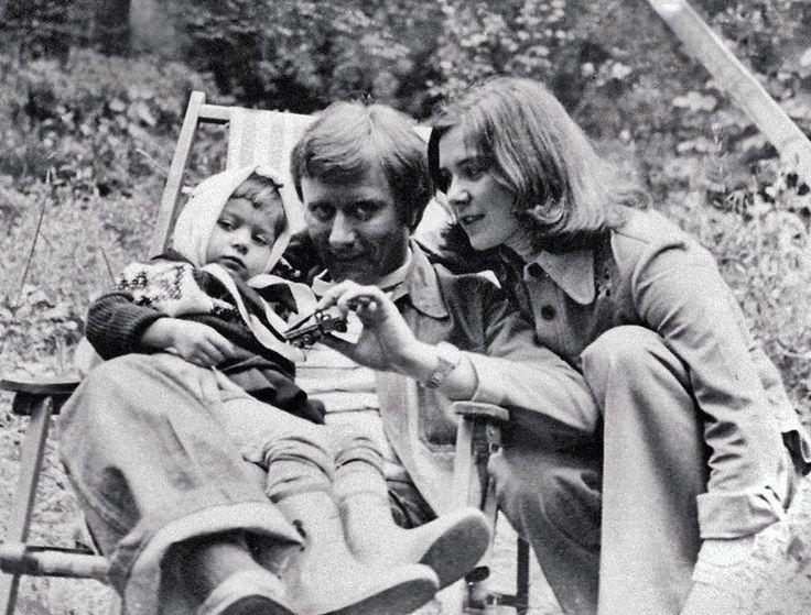 Андрей Миронов, Лариса Голубкина и ее дочь Маша. 1977.
