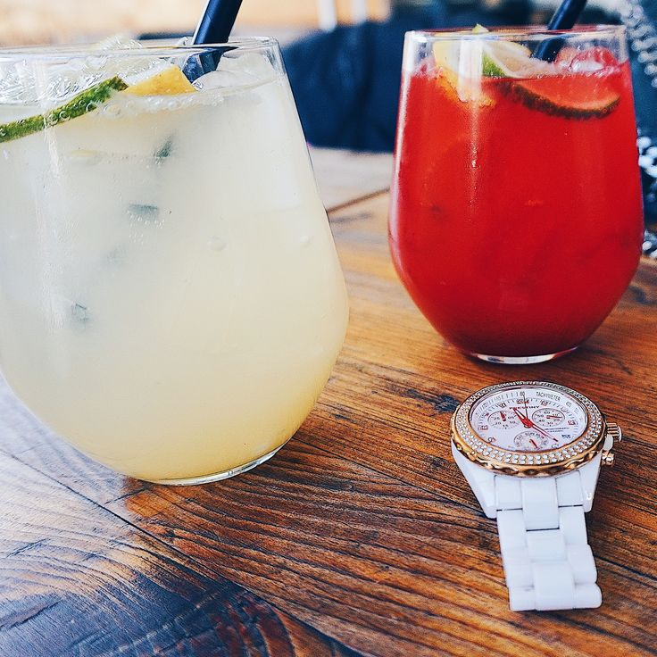 Our white and rose gold watch in good company with homemade lemonade ☀️ A lovely fashion accessory 🎀