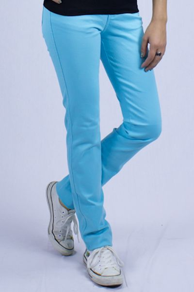 Pantalón Jopp Cielo  Añade color a tu armario con Jopp Jeans Colors, la tendencia mundial se inclina a esta tendencia que lleva el arcoíris a tus jeans, llenando de vida tu outfit, contamos con amplia gama de colores cómo: Jeans color coral, jeans color aguamarina, jeans color cielo, jeans color rosa, jeans color amarillo, jeans color rojo y naranja. Pantalón Jopp Jeans Colors están hechos en gabardina strech, Te quedará de maravilla además de ser súper cómodo.  $371,20 Pesos