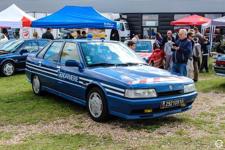 #Renault #R21 #Turbo au salon Auto Moto Retro de Rouen. Reportage complet : http://newsdanciennes.com/2015/09/28/grand-format-auto-moto-retro-de-rouen/ #Cars #Vintage #Classic_Cars
