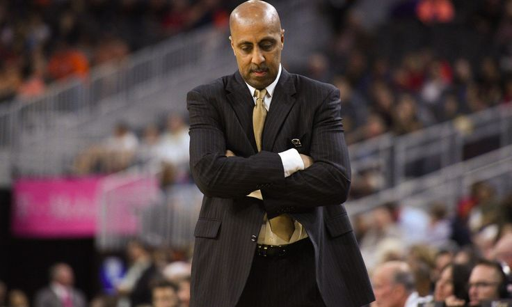 Washington need not panic after firing Lorenzo Romar = Sometimes it is just time. Arguing whether or not Lorenzo Romar should have received one more season, after having been the head coach at Washington for 15 years, is like debating if two more minutes at the bar would have found you a spouse. Whatever potential existed was reached. More time wasn't changing anything. Not substantially, at least. The ramifications of Romar's exit are already being felt. Michael Porter Sr. has been…..