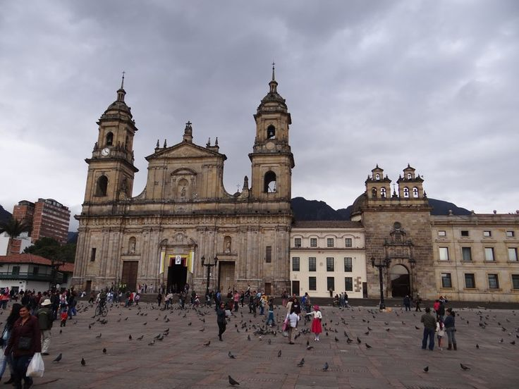 Bogota, the surprising capital of Colombia. Read more: http://www.imperatortravel.ro/2016/03/destinatii-latino-americane-air-france-bogota-el-dorado-ul-din-munti.html