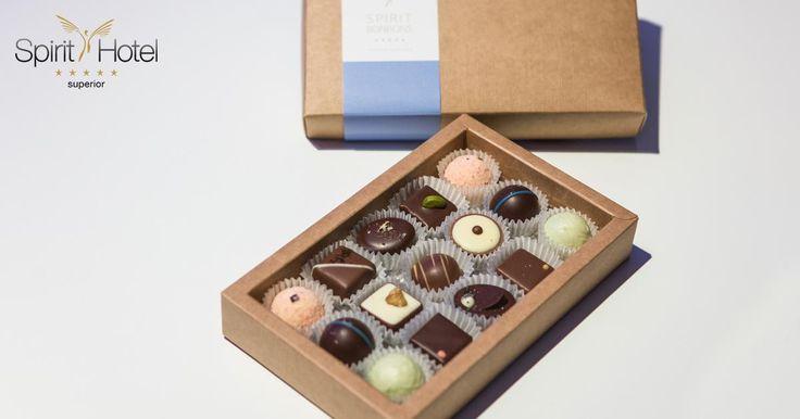 Szemet gyönyörködtető édes csábítás a Harrer Csokoládéműhely és a Spirit Hotel közösen megálmodott/megalkotott lágy és kényeztető bonbon válogatása. Hagyd magad kicsit elveszni az édességek világában!
