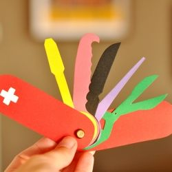Paper Swiss Knife. See how easy and fun to do with kids! Entire DIY here! (in Portuguese)