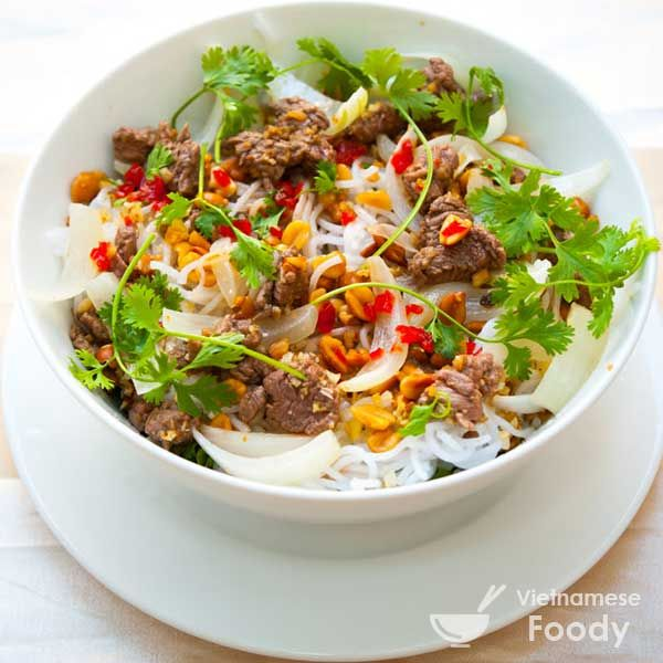 Vietnamese Rice Noodle Bowl with Stir-fried Beef (Bun Bo Xao) like this one are popular at Vietnamese American restaurants, where the topping options usually include grilled pork, grilled pork and shrimp