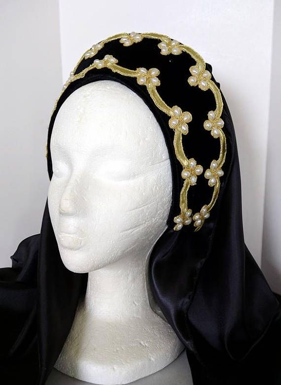 This headpiece is a perfect compliment to any dress. READY TO SHIP It is believed that Henry VIIIs second wife and Elizabeth Is mother, Anne Boleyn brought the Hood style of headwear back to England following her service at the court of the French King. This traditional example of an